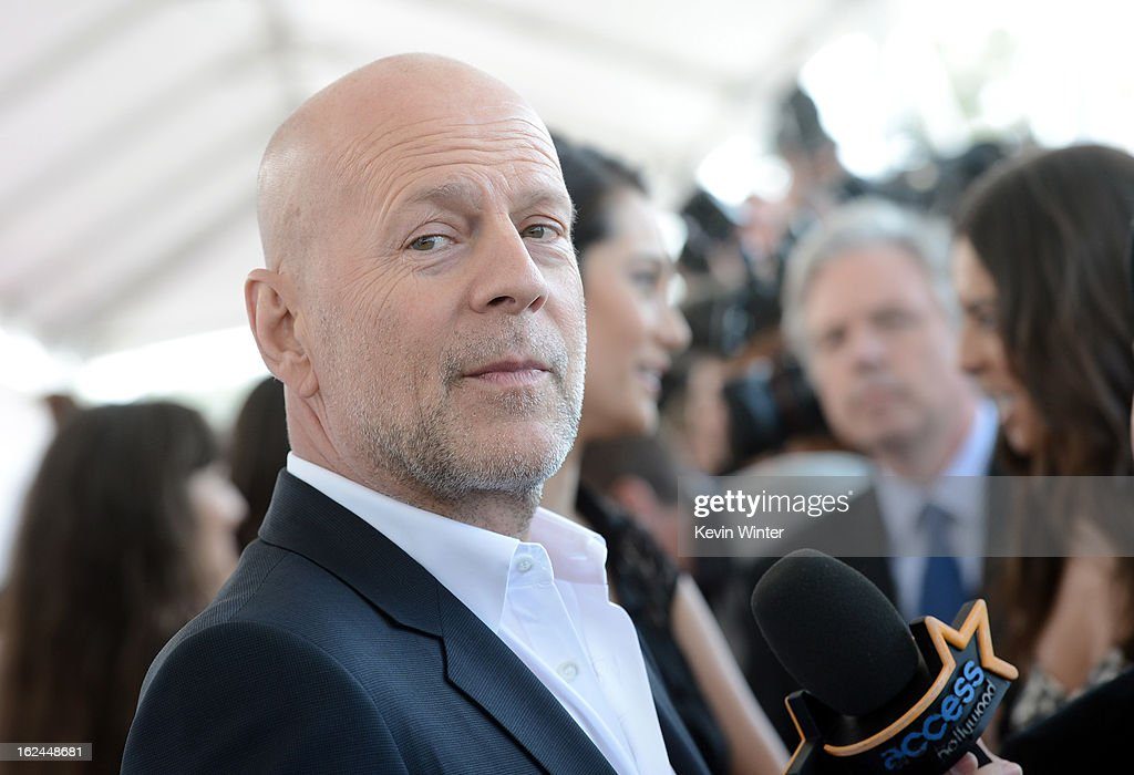 Actor <a gi-track='captionPersonalityLinkClicked' href=/galleries/search?phrase=Bruce+Willis&family=editorial&specificpeople=202185 ng-click='$event.stopPropagation()'>Bruce Willis</a> attends the 2013 Film Independent Spirit Awards at Santa Monica Beach on February 23, 2013 in Santa Monica, California.