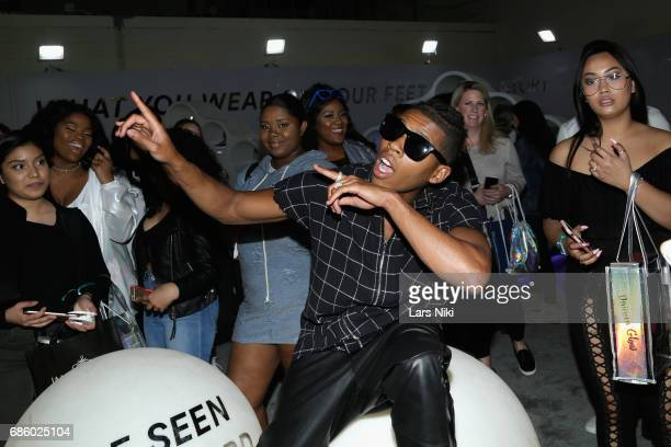 Actor Bryshere Gray poses with fans during Beautycon Festival NYC 2017 at Brooklyn Cruise Terminal on May 20 2017 in New York City