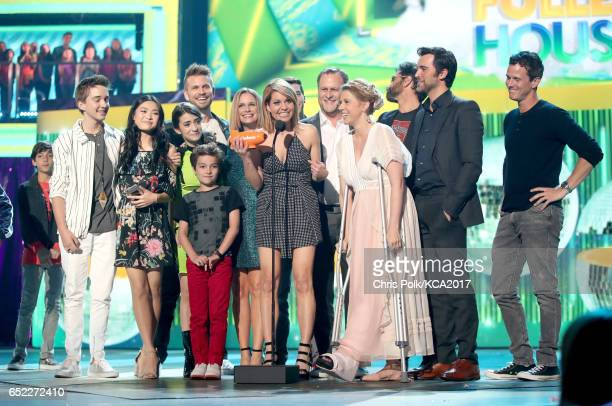 Actor Candace Cameron Bure and fellow cast members of 'Fuller House' accept the award for Favorite Family TV Show at Nickelodeon's 2017 Kids' Choice...
