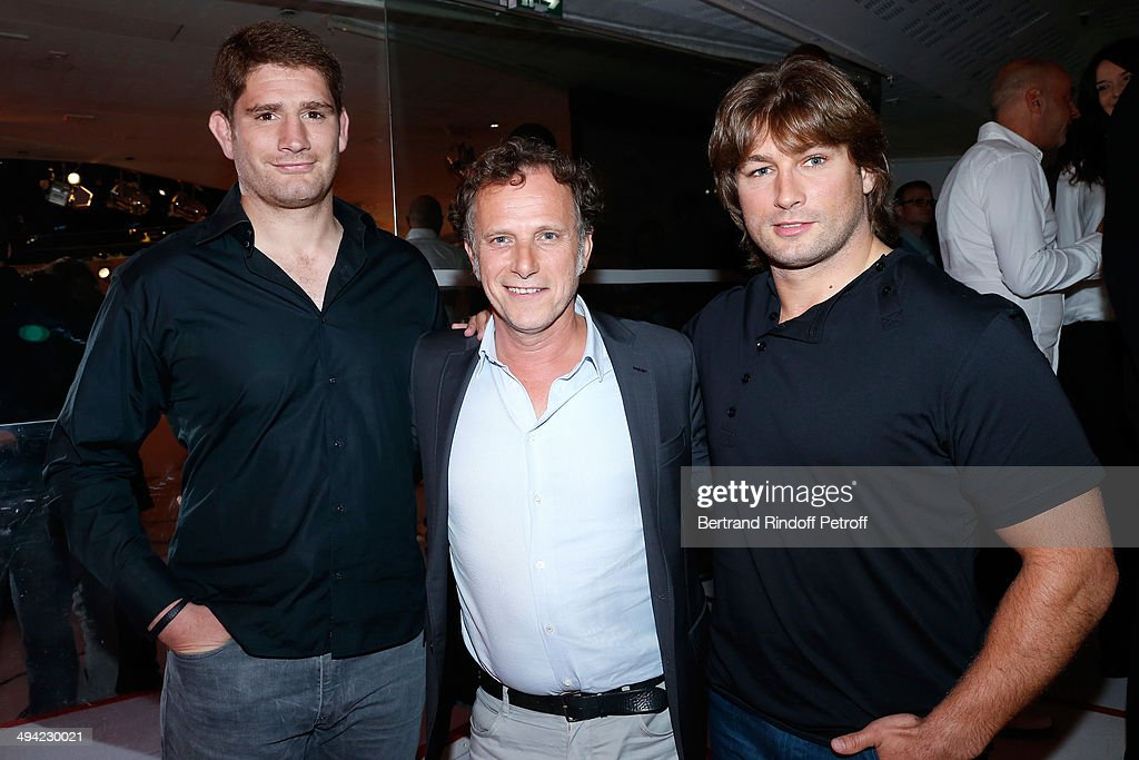 Actor <a gi-track='captionPersonalityLinkClicked' href=/galleries/search?phrase=Charles+Berling&family=editorial&specificpeople=2042798 ng-click='$event.stopPropagation()'>Charles Berling</a> standing between rugbymen <a gi-track='captionPersonalityLinkClicked' href=/galleries/search?phrase=Pascal+Pape&family=editorial&specificpeople=780512 ng-click='$event.stopPropagation()'>Pascal Pape</a> (L), <a gi-track='captionPersonalityLinkClicked' href=/galleries/search?phrase=Dimitri+Szarzewski&family=editorial&specificpeople=543871 ng-click='$event.stopPropagation()'>Dimitri Szarzewski</a> (R) attend the 'Vivement Dimanche' French TV Show at Pavillon Gabriel on May 28, 2014 in Paris, France.