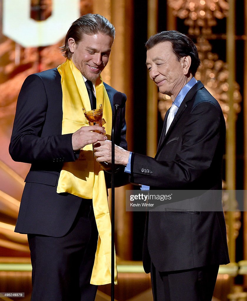 Actor <a gi-track='captionPersonalityLinkClicked' href=/galleries/search?phrase=Charlie+Hunnam&family=editorial&specificpeople=223913 ng-click='$event.stopPropagation()'>Charlie Hunnam</a> (L) accepts the Global Emerging Actor Award from actor <a gi-track='captionPersonalityLinkClicked' href=/galleries/search?phrase=James+Hong&family=editorial&specificpeople=2131387 ng-click='$event.stopPropagation()'>James Hong</a> at the 2014 Huading Film Awards at The Montalban Theatre on June 1, 2014 in Los Angeles, California.