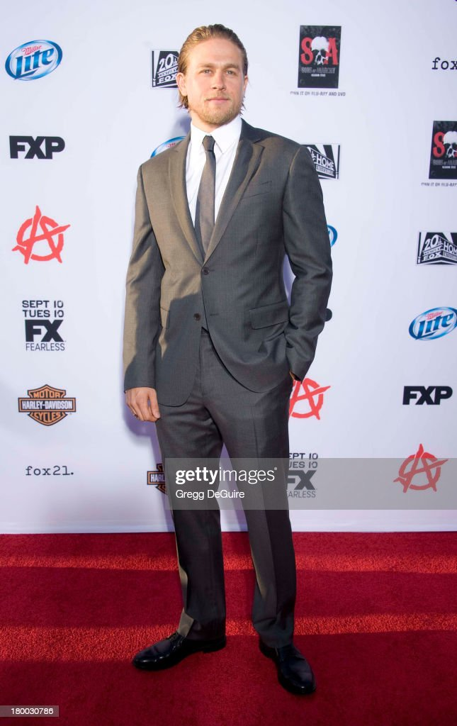 Actor <a gi-track='captionPersonalityLinkClicked' href=/galleries/search?phrase=Charlie+Hunnam&family=editorial&specificpeople=223913 ng-click='$event.stopPropagation()'>Charlie Hunnam</a> arrives at FX's 'Sons Of Anarchy' Season 6 premiere screening at Dolby Theatre on September 7, 2013 in Hollywood, California.