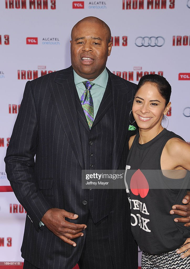 Actor <a gi-track='captionPersonalityLinkClicked' href=/galleries/search?phrase=Chi+McBride&family=editorial&specificpeople=227026 ng-click='$event.stopPropagation()'>Chi McBride</a> arrives at the Los Angeles Premiere of 'Iron Man 3' at the El Capitan Theatre on April 24, 2013 in Hollywood, California.