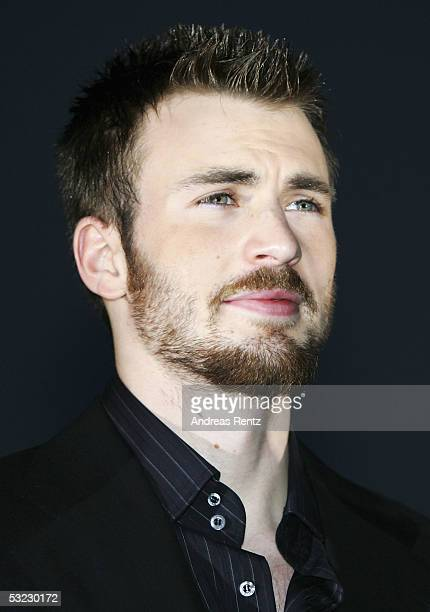 Actor Chris Evans arrives at the film premiere 'The Fantastic Four' at the Elbberg on July 12 2005 in Hamburg Germany