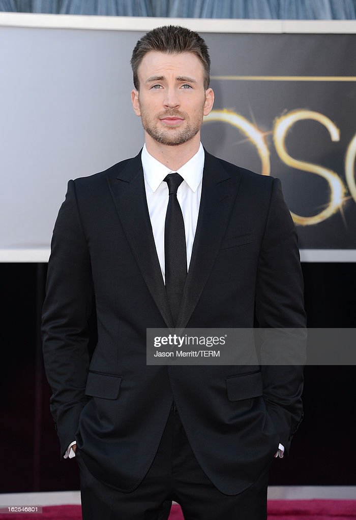 Actor Chris Evans arrives at the Oscars at Hollywood & Highland Center on February 24, 2013 in Hollywood, California.