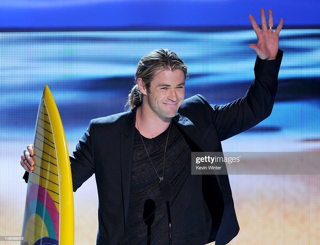 Actor <a gi-track='captionPersonalityLinkClicked' href=/galleries/search?phrase=Chris+Hemsworth&family=editorial&specificpeople=646776 ng-click='$event.stopPropagation()'>Chris Hemsworth</a> accepts the Choice Summer Male Movie Star award onstage during the 2012 Teen Choice Awards at Gibson Amphitheatre on July 22, 2012 in Universal City, California.