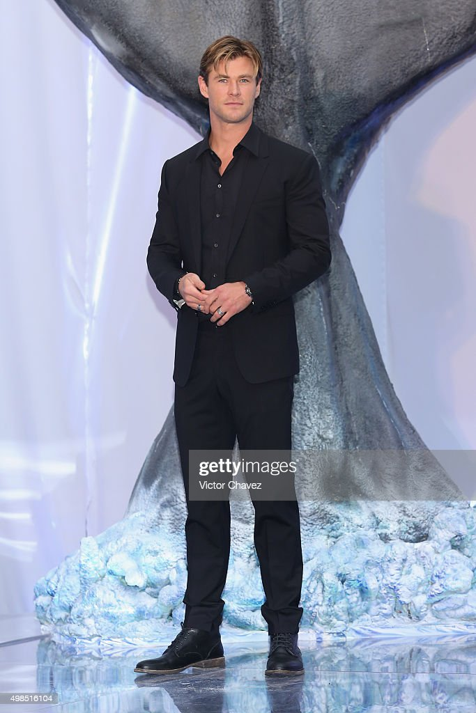 Actor <a gi-track='captionPersonalityLinkClicked' href=/galleries/search?phrase=Chris+Hemsworth&family=editorial&specificpeople=646776 ng-click='$event.stopPropagation()'>Chris Hemsworth</a> attends 'In the Heart of the Sea' Mexico City premiere at Cinemex Antara Polanco on November 23, 2015 in Mexico City, Mexico.