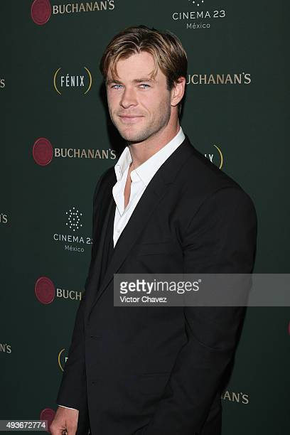 Actor Chris Hemsworth attends Premio Buchanana's A la grandeza del Cine Mexicano red carpet at Campo Marte on October 21 2015 in Mexico City Mexico