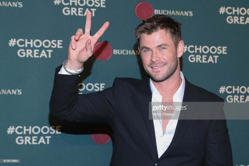Actor Chris Hemsworth attends the Buchanana's greatness experience At Foto Muse Cuatro Caminos on November 11, 2017 in Mexico City, Mexico.