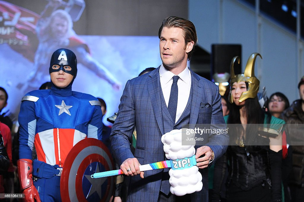 Actor <a gi-track='captionPersonalityLinkClicked' href=/galleries/search?phrase=Chris+Hemsworth&family=editorial&specificpeople=646776 ng-click='$event.stopPropagation()'>Chris Hemsworth</a> attends the 'Thor: The Dark World' premiere at Cinema Mediage on January 26, 2014 in Tokyo, Japan.
