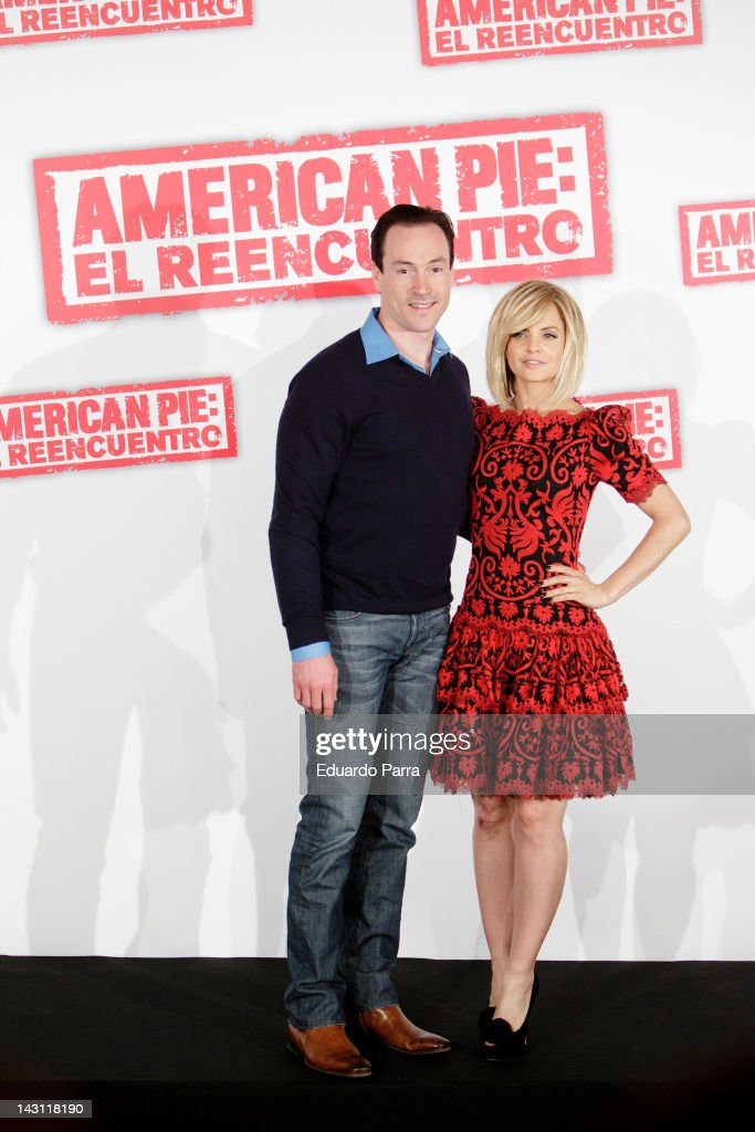 Actor Chris Klein and actress <a gi-track='captionPersonalityLinkClicked' href=/galleries/search?phrase=Mena+Suvari&family=editorial&specificpeople=156413 ng-click='$event.stopPropagation()'>Mena Suvari</a> attend 'American Pie: Reunion' (American Pie: El Reencuentro) photocall at Villamagna Hotel on April 19, 2012 in Madrid, Spain.