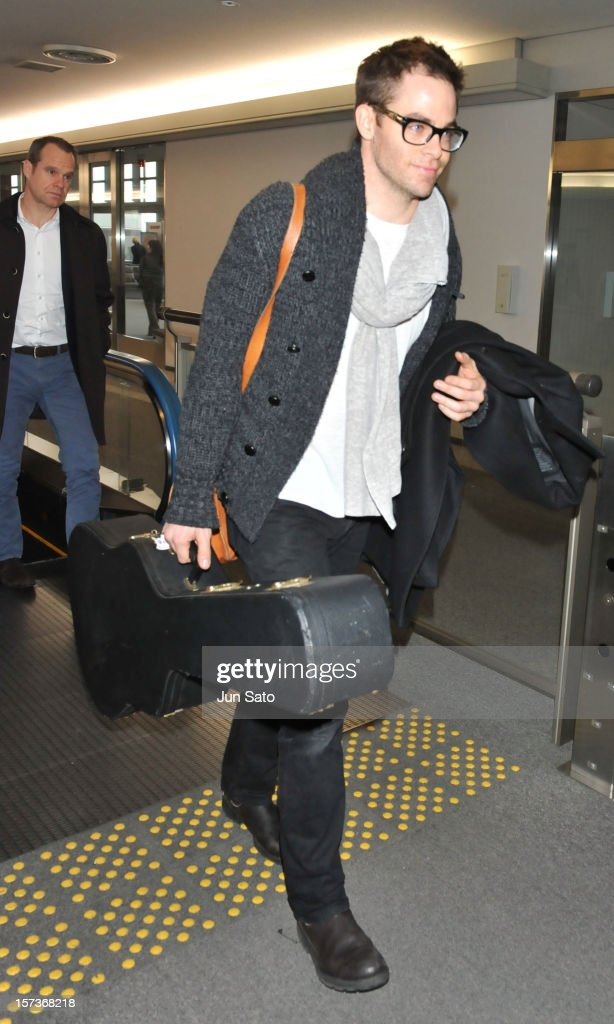 Actor Chris Pine arrives at Narita International Airport on December 3, 2012 in Narita, Japan.