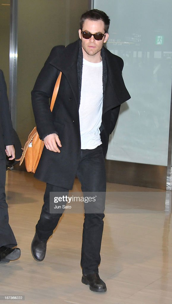 Actor <a gi-track='captionPersonalityLinkClicked' href=/galleries/search?phrase=Chris+Pine&family=editorial&specificpeople=641995 ng-click='$event.stopPropagation()'>Chris Pine</a> arrives at Narita International Airport on December 3, 2012 in Narita, Japan.