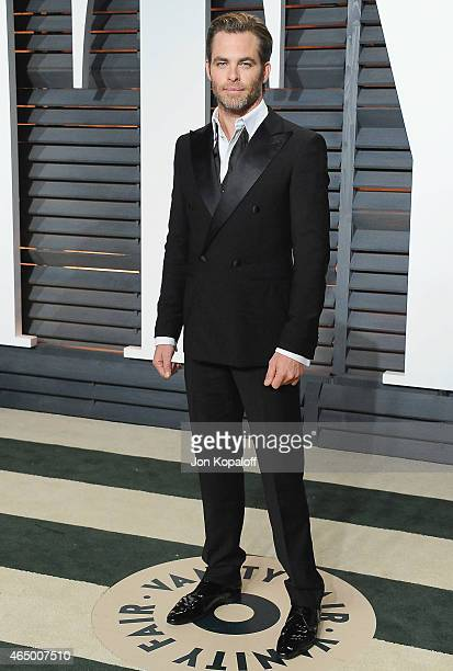 Actor Chris Pine arrives at the 2015 Vanity Fair Oscar Party Hosted By Graydon Carter at Wallis Annenberg Center for the Performing Arts on February...