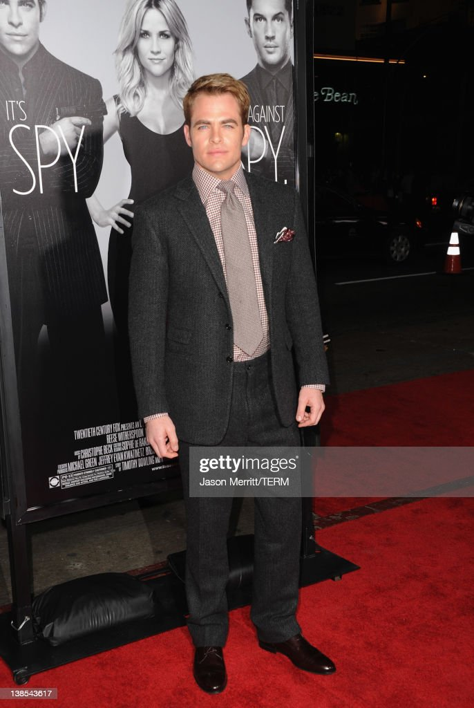 Actor <a gi-track='captionPersonalityLinkClicked' href=/galleries/search?phrase=Chris+Pine&family=editorial&specificpeople=641995 ng-click='$event.stopPropagation()'>Chris Pine</a> attends the premiere of Twentieth Century Fox's 'This Means War' held at Grauman's Chinese Theatre on February 8, 2012 in Hollywood, California.