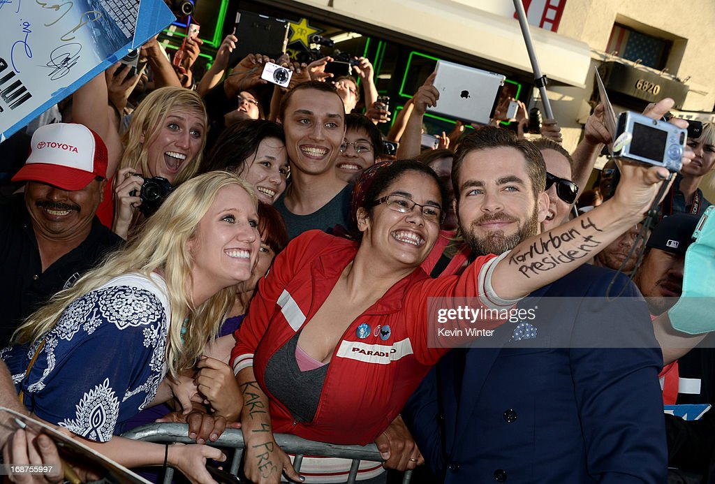 Actor <a gi-track='captionPersonalityLinkClicked' href=/galleries/search?phrase=Chris+Pine&family=editorial&specificpeople=641995 ng-click='$event.stopPropagation()'>Chris Pine</a> poses with fans as he arrives at the Premiere of Paramount Pictures' 'Star Trek Into Darkness' at Dolby Theatre on May 14, 2013 in Hollywood, California.