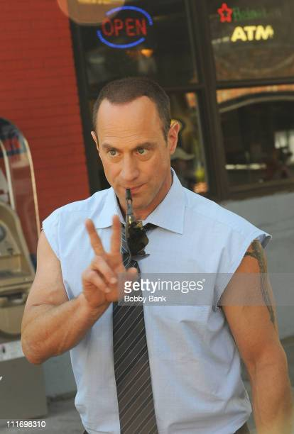 Actor Christopher Meloni films on location for 'Law Order SVU' on the streets of Manhattan July 8 2009 in New York City