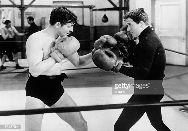 Actor Clark Gable and Spencer Tracy box against each other About 1930 Photograph Die Schauspieler Clark Gable und Spencer Tracy boxen gegeneinander...