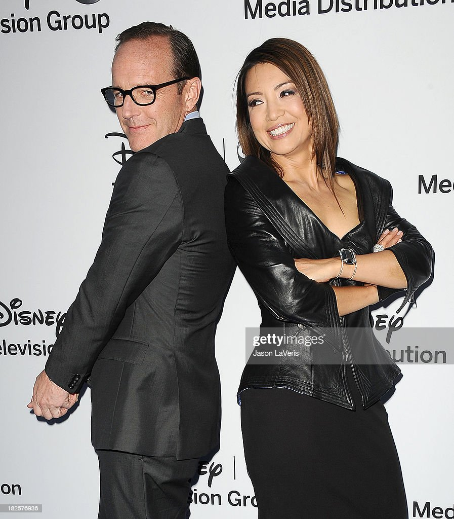 Actor <a gi-track='captionPersonalityLinkClicked' href=/galleries/search?phrase=Clark+Gregg&family=editorial&specificpeople=587275 ng-click='$event.stopPropagation()'>Clark Gregg</a> and actress <a gi-track='captionPersonalityLinkClicked' href=/galleries/search?phrase=Ming-Na&family=editorial&specificpeople=630343 ng-click='$event.stopPropagation()'>Ming-Na</a> Wen attend the Disney Media Networks International Upfronts at Walt Disney Studios on May 19, 2013 in Burbank, California.