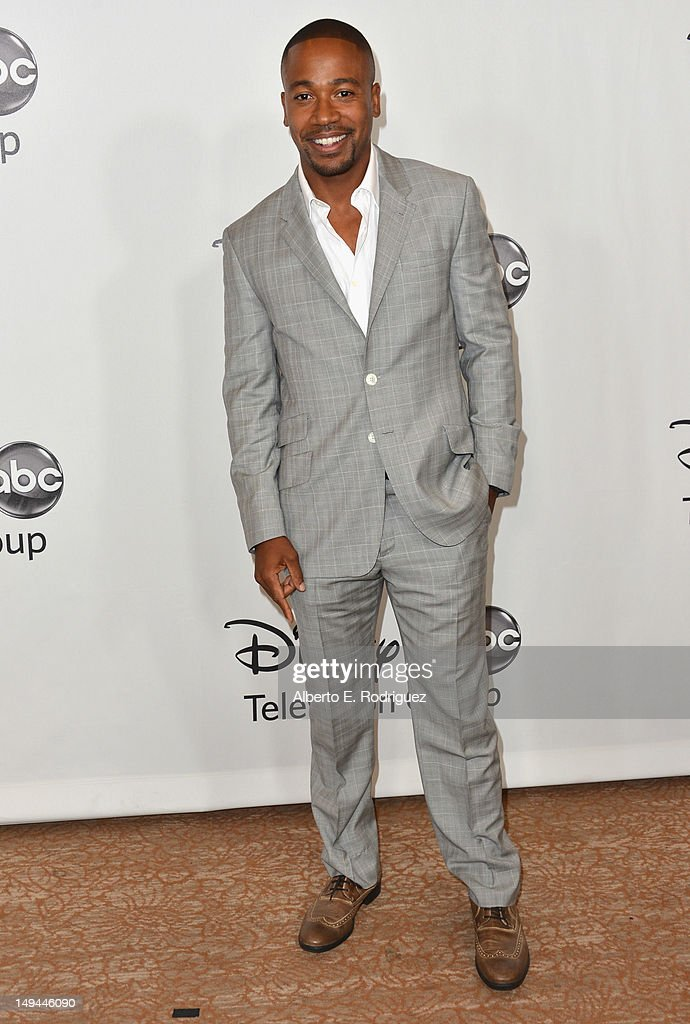 Actor <a gi-track='captionPersonalityLinkClicked' href=/galleries/search?phrase=Columbus+Short&family=editorial&specificpeople=536546 ng-click='$event.stopPropagation()'>Columbus Short</a> arrives to the Disney ABC Television Group's 2012 'TCA Summer Press Tour' on July 27, 2012 in Beverly Hills, California.
