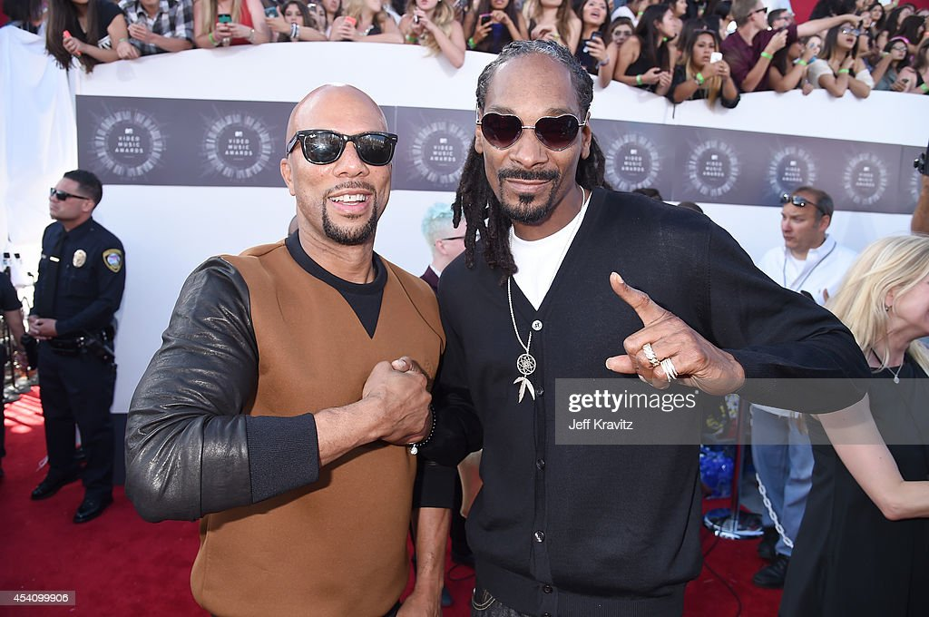 Actor Common (L) and recording artist Snoop Dogg attend the 2014 MTV Video Music Awards at The Forum on August 24, 2014 in Inglewood, California.