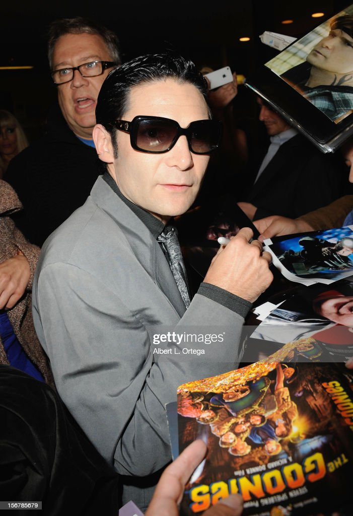 Actor <a gi-track='captionPersonalityLinkClicked' href=/galleries/search?phrase=Corey+Feldman&family=editorial&specificpeople=175941 ng-click='$event.stopPropagation()'>Corey Feldman</a> arrives at the '6 Degrees Of Hell' premiere at Laemmle Music Hall 3 on November 20, 2012 in Beverly Hills, California.