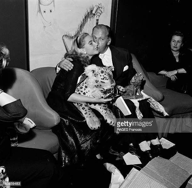 Actor Curd Jurgens In Paris For The Release Of Michel Strogoff En 1956 l'acteur Allemand Curd JURGENS et l'actrice Geneviève PAGE sont les vedettes...