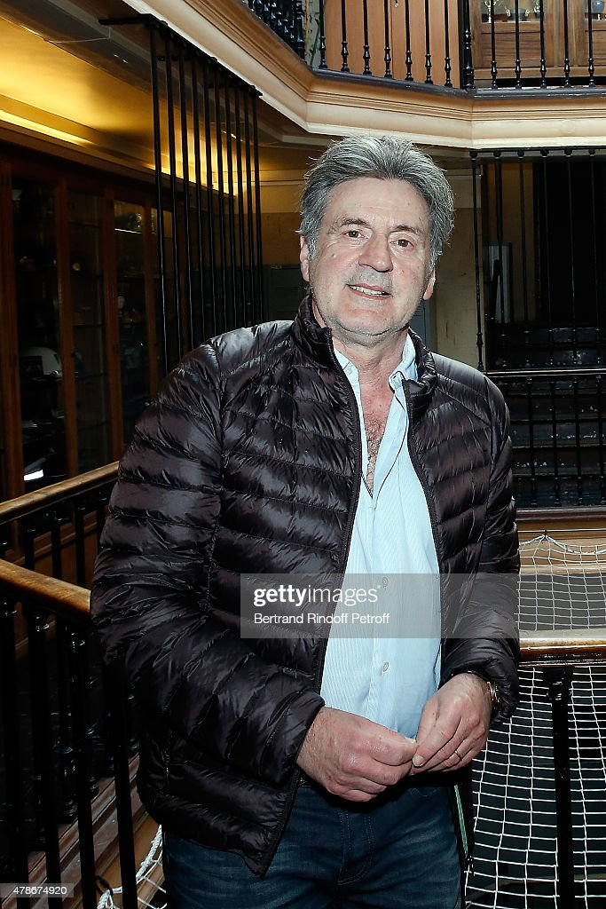 COVERAGE - Actor <a gi-track='captionPersonalityLinkClicked' href=/galleries/search?phrase=Daniel+Auteuil&family=editorial&specificpeople=239190 ng-click='$event.stopPropagation()'>Daniel Auteuil</a> poses at '36 Quai des Orfevres' for the Filming of a sequence for 'Une nuit avec la Police et la Gendarmerie' : France 2 TV Show. Held in Paris, France.