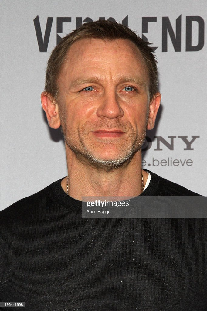 Actor Daniel Crai poses at the photocall of the film 'The Girl With the Dragon Tattoo' ('Verblendung') on January 5, 2012 in Berlin, Germany.