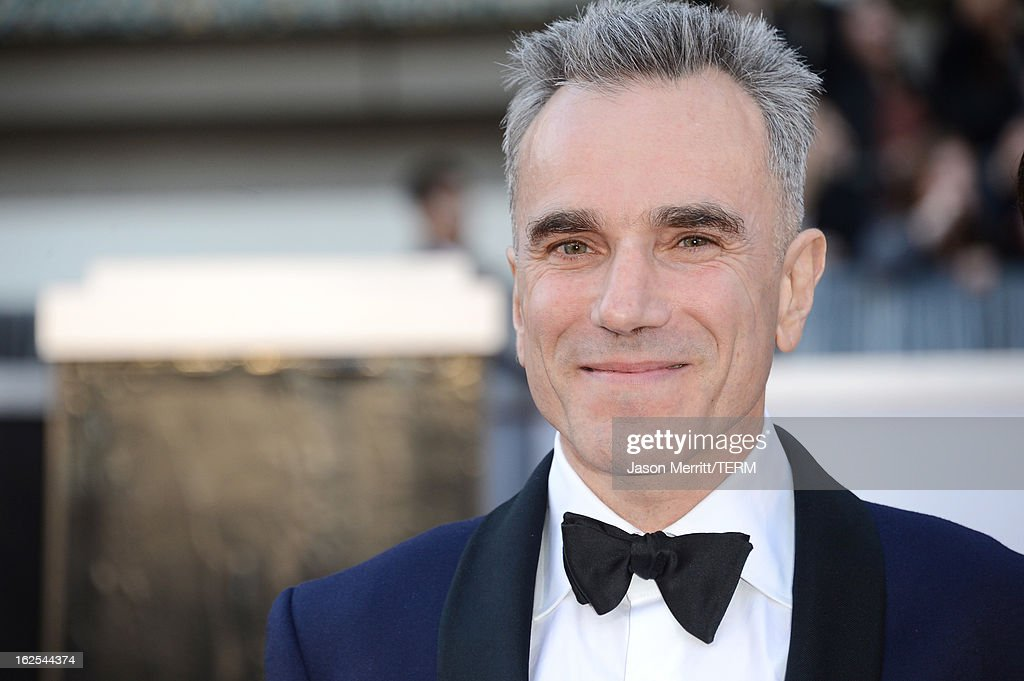 Actor <a gi-track='captionPersonalityLinkClicked' href=/galleries/search?phrase=Daniel+Day-Lewis&family=editorial&specificpeople=211475 ng-click='$event.stopPropagation()'>Daniel Day-Lewis</a> arrives at the Oscars at Hollywood & Highland Center on February 24, 2013 in Hollywood, California.