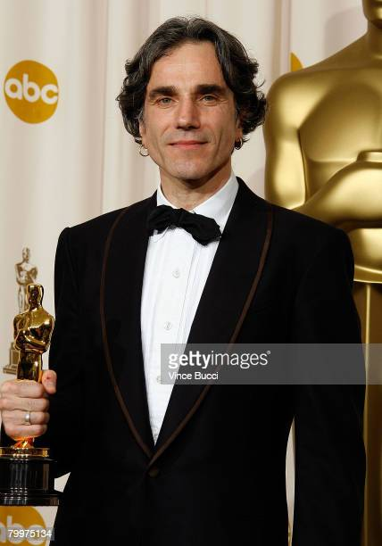 TELECAST*** Actor Daniel DayLewis poses with his award for Best Actor in a Leading Role for his performance in 'There Will Be Blood' poses in the...