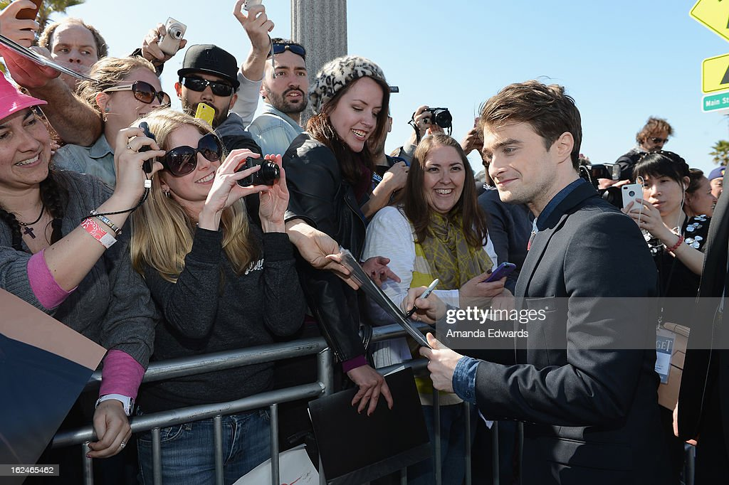 Actor <a gi-track='captionPersonalityLinkClicked' href=/galleries/search?phrase=Daniel+Radcliffe&family=editorial&specificpeople=204144 ng-click='$event.stopPropagation()'>Daniel Radcliffe</a> attends the 2013 Film Independent Spirit Awards at Santa Monica Beach on February 23, 2013 in Santa Monica, California.
