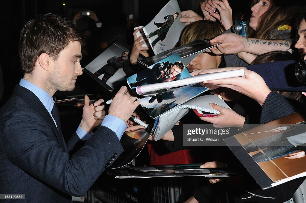 Actor <a gi-track='captionPersonalityLinkClicked' href=/galleries/search?phrase=Daniel+Radcliffe&family=editorial&specificpeople=204144 ng-click='$event.stopPropagation()'>Daniel Radcliffe</a> signs autographs as he arrives to the screening of 'Kill Your Darlings' during the 57th BFI London Film Festival at Odeon West End on October 17, 2013 in London, England.