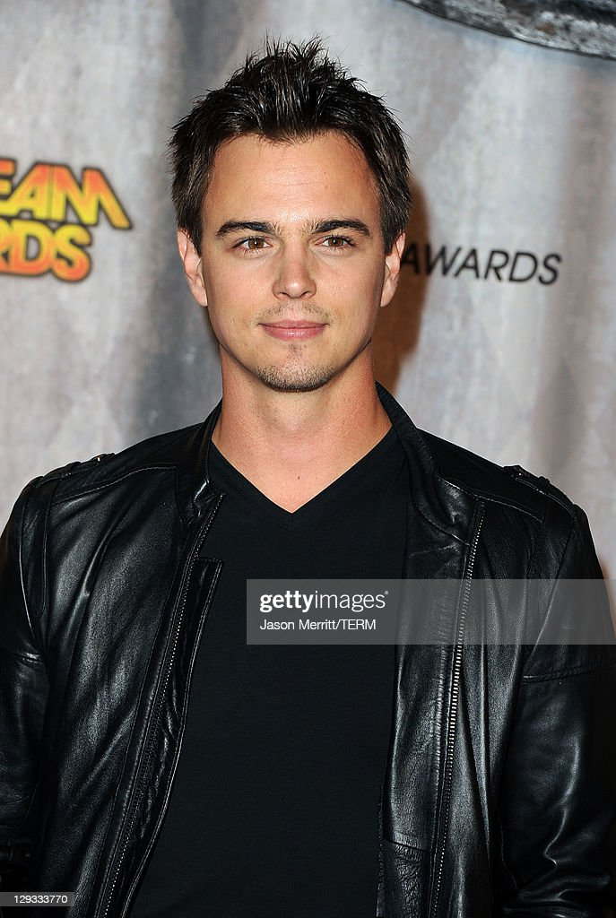 Actor <a gi-track='captionPersonalityLinkClicked' href=/galleries/search?phrase=Darin+Brooks&family=editorial&specificpeople=665177 ng-click='$event.stopPropagation()'>Darin Brooks</a> arrives at Spike TV's 'SCREAM 2011' awards held at Universal Studios on October 15, 2011 in Universal City, California.