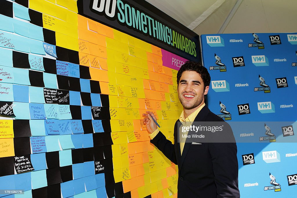 Actor <a gi-track='captionPersonalityLinkClicked' href=/galleries/search?phrase=Darren+Criss&family=editorial&specificpeople=7341435 ng-click='$event.stopPropagation()'>Darren Criss</a> writes messages of positivity on the Post-it Brand Wall in support of DoSomething.org at VH1's 2013 Do Something Awards at Avalon on July 31, 2013 in Hollywood, California.