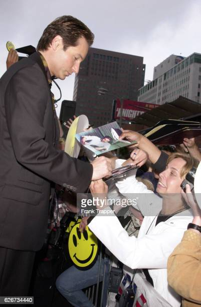 Actor David Duchovny signs autographs at the special screening of 'Evolution'