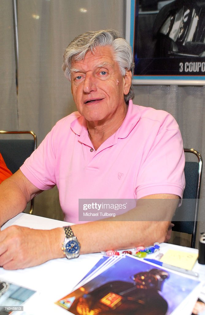Actor <a gi-track='captionPersonalityLinkClicked' href=/galleries/search?phrase=David+Prowse+-+Acteur&family=editorial&specificpeople=15208320 ng-click='$event.stopPropagation()'>David Prowse</a>, who played Darth Vader in the Star Wars movies, signs autographs at the 'Star Wars Celebration IV' convention, held at the Los Angeles Convention Center on May 27, 2007 in Los Angeles, California.