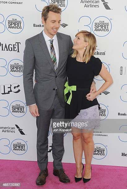 Actor Dax Shepard and wife actress Kristen Bell arrive at the 2015 Film Independent Spirit Awards on February 21 2015 in Santa Monica California