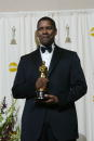 Actor Denzel Washington poses with his Best Actor In A Leading Role Award for the movie 'Training Day' backstage March 24 2002 during the 74th Annual...