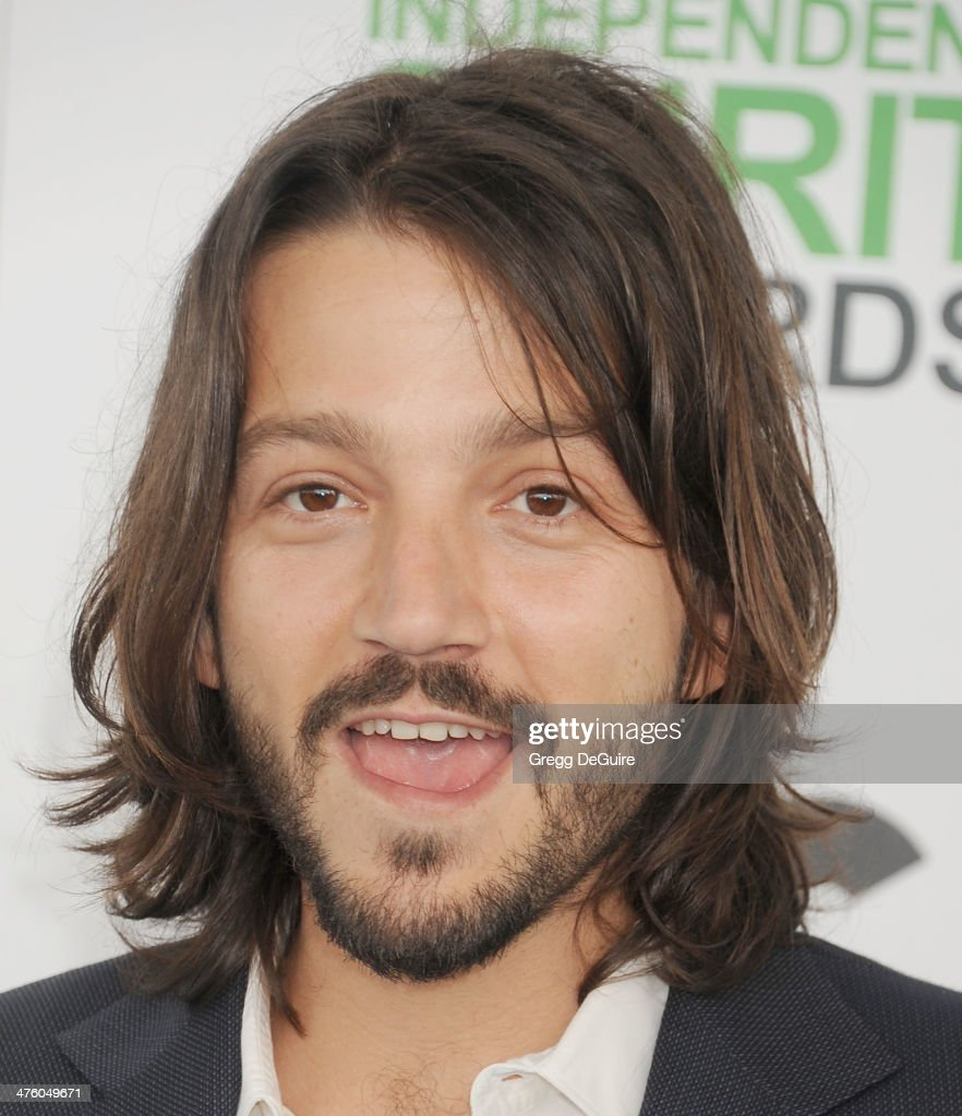 Actor <a gi-track='captionPersonalityLinkClicked' href=/galleries/search?phrase=Diego+Luna&family=editorial&specificpeople=213511 ng-click='$event.stopPropagation()'>Diego Luna</a> arrives at the 2014 Film Independent Spirit Awards on March 1, 2014 in Santa Monica, California.