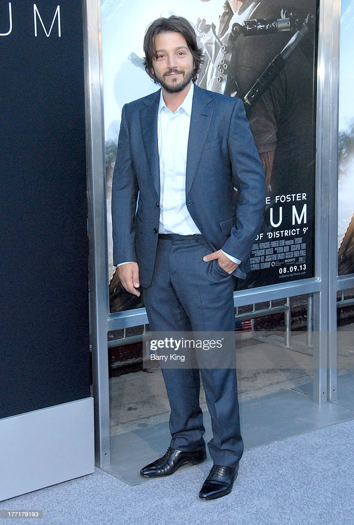 Actor Diego Luna arrives at the Los Angeles Premiere of 'Elysium' on August 7, 2013 at Regency Village Theatre in Westwood, California.