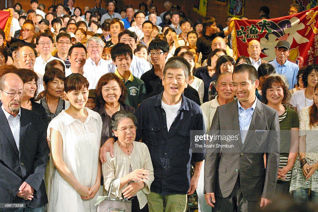 Actor (from left) Director Furuhata Yasuo, actress <a gi-track='captionPersonalityLinkClicked' href=/galleries/search?phrase=Haruka+Ayase&family=editorial&specificpeople=4451163 ng-click='$event.stopPropagation()'>Haruka Ayase</a>, <a gi-track='captionPersonalityLinkClicked' href=/galleries/search?phrase=Ken+Takakura&family=editorial&specificpeople=767560 ng-click='$event.stopPropagation()'>Ken Takakura</a> (front 2nd R), and Takahiro Miura attend the premiere of the film 'Anata e' on August 16, 2012 in Hirado, Nagasaki, Japan.