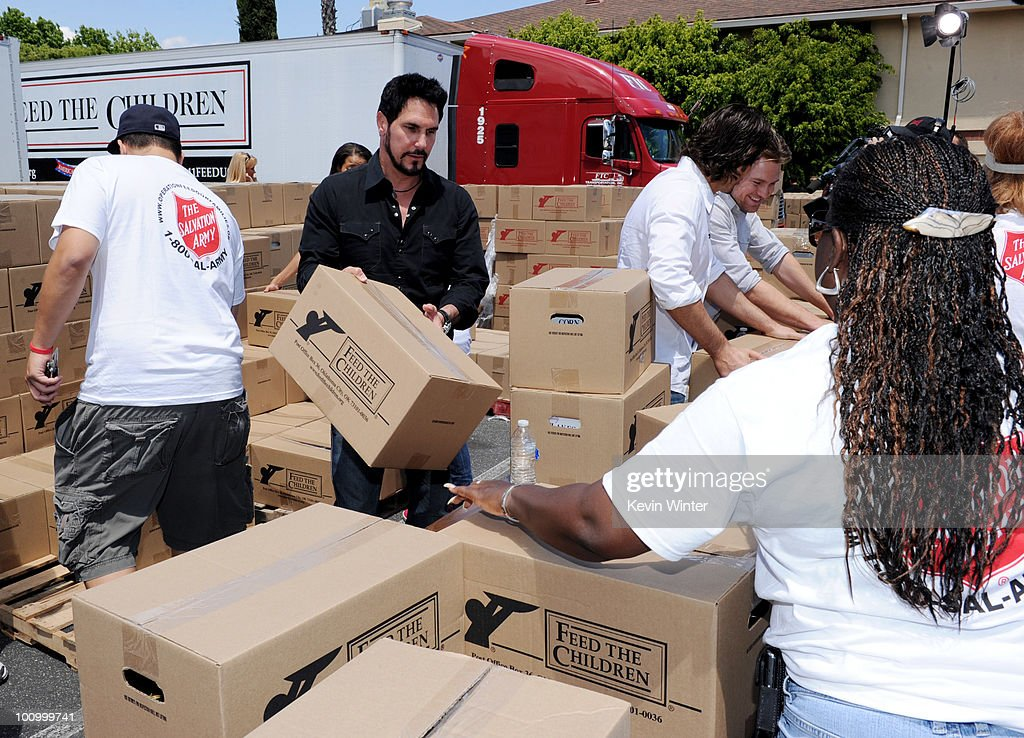 Actor <a gi-track='captionPersonalityLinkClicked' href=/galleries/search?phrase=Don+Diamont&family=editorial&specificpeople=606917 ng-click='$event.stopPropagation()'>Don Diamont</a> helps distribute food at the 37th Annual Daytime Emmy Awards' 'Daytime Gives Back' at the Salvation Army on May, 26, 2010 in Van Nuys, California.