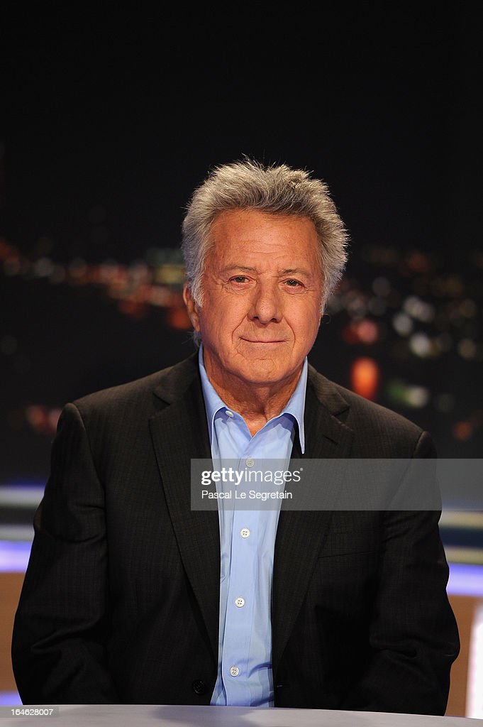 Actor <a gi-track='captionPersonalityLinkClicked' href=/galleries/search?phrase=Dustin+Hoffman&family=editorial&specificpeople=171356 ng-click='$event.stopPropagation()'>Dustin Hoffman</a> poses on the TV set of French channel TF1 prior to an interview, part of the evening news broadcast on March 25, 2013 in Boulogne-Billancourt, France.