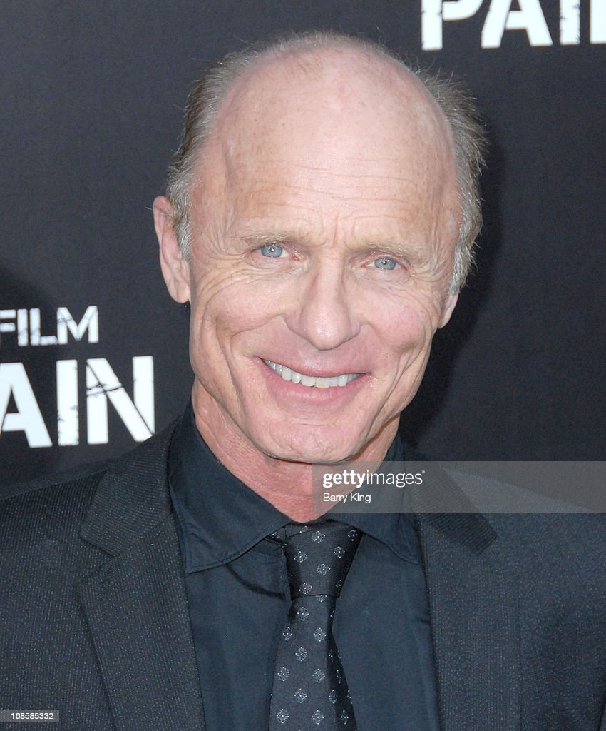 Actor <a gi-track='captionPersonalityLinkClicked' href=/galleries/search?phrase=Ed+Harris&family=editorial&specificpeople=215262 ng-click='$event.stopPropagation()'>Ed Harris</a> arrives at the Los Angeles Premiere 'Pain & Gain' at TCL Chinese Theatre on April 22, 2013 in Hollywood, California.