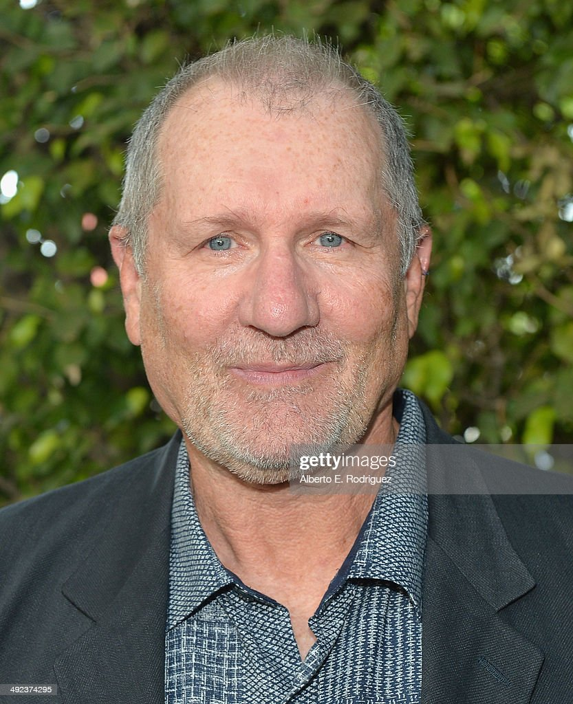 Actor <a gi-track='captionPersonalityLinkClicked' href=/galleries/search?phrase=Ed+O%27Neill&family=editorial&specificpeople=777163 ng-click='$event.stopPropagation()'>Ed O'Neill</a> attends a 'Modern Family' Wedding episode screening at Zanuck Theater at 20th Century Fox Lot on May 19, 2014 in Los Angeles, California.