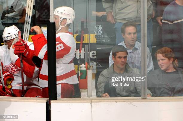 Actor Eddie Cahill of the television show CSINY attends the NHL game between the Detroit Red Wings and the Los Angeles Kings on October 27 2008 at...