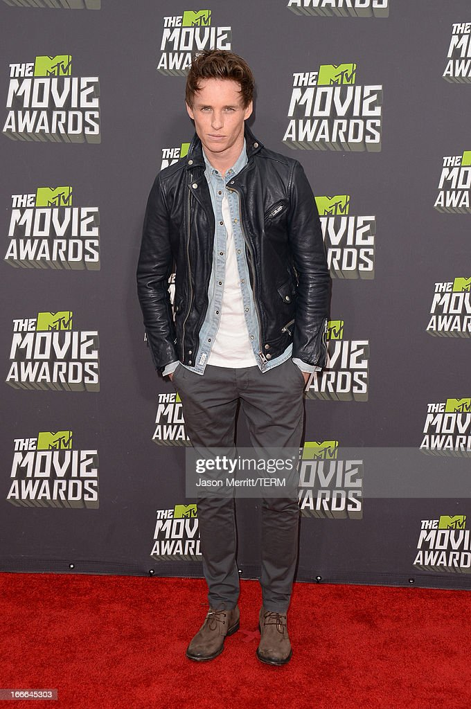 Actor <a gi-track='captionPersonalityLinkClicked' href=/galleries/search?phrase=Eddie+Redmayne&family=editorial&specificpeople=2554844 ng-click='$event.stopPropagation()'>Eddie Redmayne</a> arrives at the 2013 MTV Movie Awards at Sony Pictures Studios on April 14, 2013 in Culver City, California.