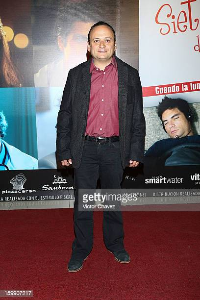 Actor Eduardo Espana attends the '7 Anos de Matrimonio' Mexico City premiere red carpet at Plaza Carso on January 22 2013 in Mexico City Mexico