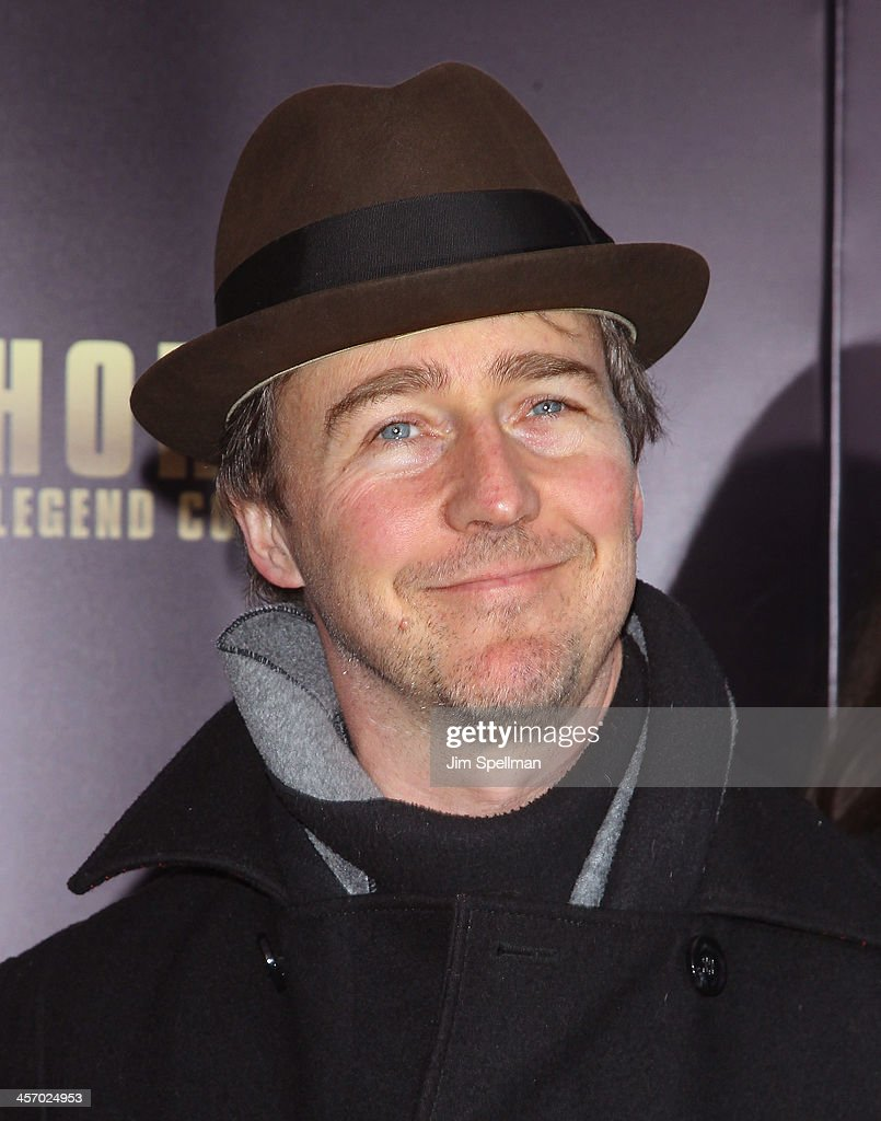 Actor <a gi-track='captionPersonalityLinkClicked' href=/galleries/search?phrase=Edward+Norton&family=editorial&specificpeople=210580 ng-click='$event.stopPropagation()'>Edward Norton</a> attends the 'Anchorman 2: The Legend Continues' U.S. premiere at Beacon Theatre on December 15, 2013 in New York City.